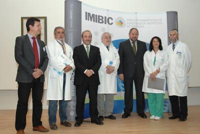 Responsables del Hospital, el Imibic y la Universidad momentos antes de comenzar la reunión anual