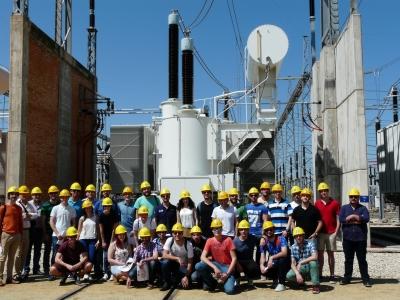 Estudiantes durante la visita a la Subestación de Guadame