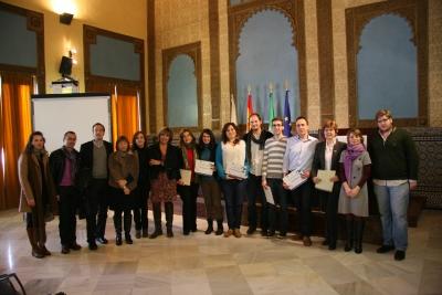 Autoridades, integrantes del jurado y premiados posan al término del acto de entrega de premios