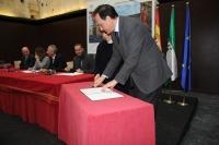 José Carlos Gómez Villamandos en la firma del manifiesto