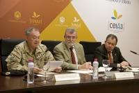 De izquierda a derecha, el coronel José María Granero, el rector José Manuel Roldán y el profesor Enrique Agular Gavilán