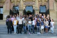 Los participantes en la puerta del Rectorado