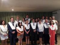 Foto de familia de autoridades y homenajeados al término del acto.
