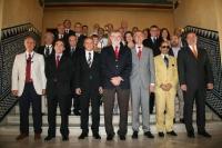 Foto de familia de la autoridades asistentes a la recepción