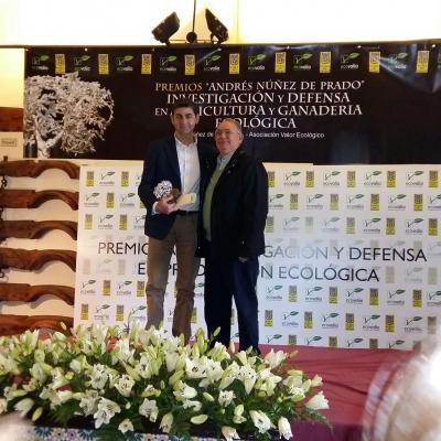 Cipriano Díaz, en el momento de recibir el galardón
