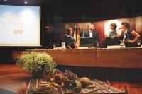 De izquierda a derecha, María García Bueno, Enrique Quesada Moraga, Amparo Pernichi López y Mª del Carmen Cuellar Padilla, conversando antes de la inauguración del congreso.