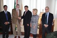 Imagen institucional de la visita del embajador de la India al Rectorado