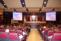 Imagen del Salón de Actos del Rectorado durante la conferencia del premio Nobel Gerard 't Hooft.