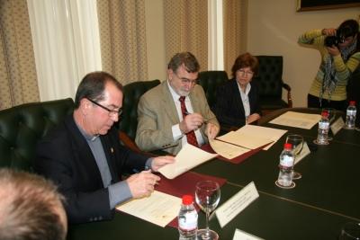 De izq a dcha Fray Francisco Javier Jaén, Jose Manuel Roldán y Julia Angulo
