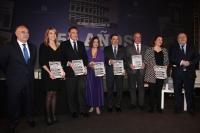 Foto de familia de autoridades asistentes al acto de presentación del libro de la ETSIAM