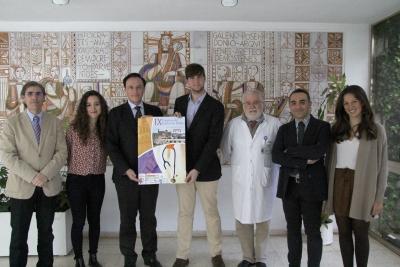 Alumnos de la Facultad de Medicina y Enfermería, acompañados por el rector de la UCO, el vicerrector de Estudiantes, el decano del Centro y el vicedecano de Ordenación Académica y Estudiantes de la Facultad.