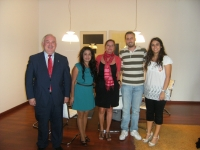 Anabel Carrillo (en el centro) con miembros del Consejo y de la Asociación Dilema