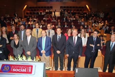 Autoridades asistentes al acto conmemorativo del 30 aniversario del Consejo Social