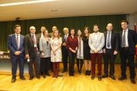 Foto de familia de autoridades y premiados.