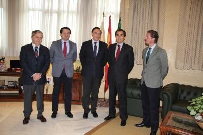 El rector, junto a los integrantes de la delegación del PP que ha visitado el Rectorado