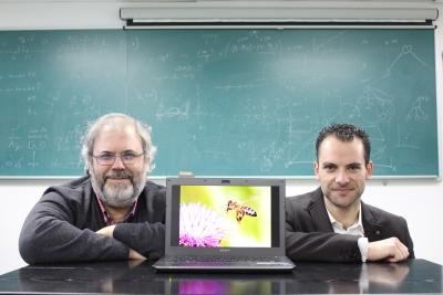 Sebastián Ventura y Carlos García Martínez, en el laboratorio de su grupo de investigación
