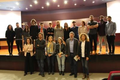 Foto de familia de autoridades y participantes.