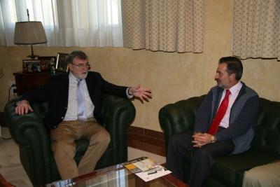 Jose Manuel Roldán (izq) y Jose Rodriguez cambian impresiones