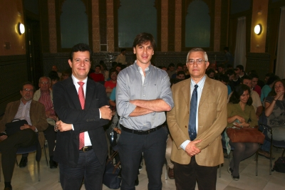 Justo Castaño, Javier López y Manuel Sáez, antes de la conferencia