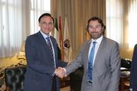 José Carlos Gómez y Antonio Recio, tras la firma del convenio.