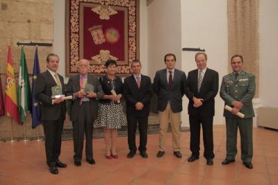 Premiados y autoridades tras el acto de entrega