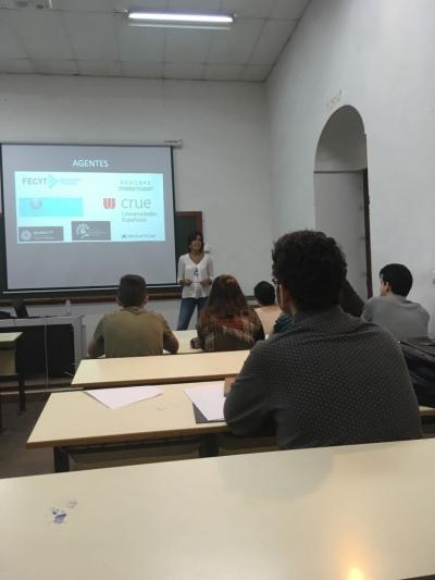 Un momento de la exposición de Lázaro en el seminario