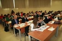 Los representantes de las empresas durante la selección de los estudiantes beneficiados con sus becas