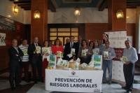 Autoridades en el hall del Rectorado celebrando el Día de las Univerisdades Saludables