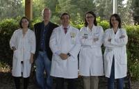 Los investigadores que llevan a cabo el estudio, con el doctor Aranda en el centro.