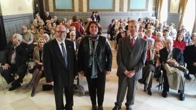 De izquierda a derecha, Jesús Peláez, Mª Carmen Balbuena y Antonio Piñero, al comienzo de la conferencia en la Sala Mudéjar del Rectorado.