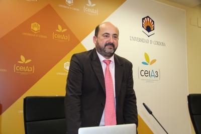 El profesor Manuel Torres en un foto de archivo