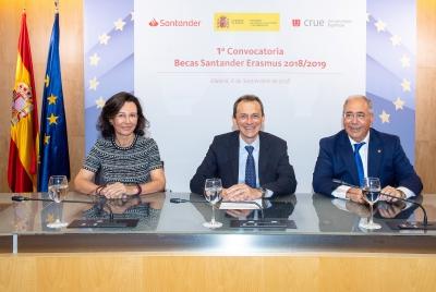 El ministro de Ciencia, Innovación y Universidades, Pedro Duque; la presidenta de Banco Santander, Ana Botín; y el presidente de Crue Universidades Españolas, Roberto Fernández.