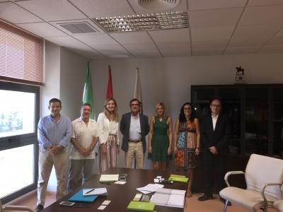Foto de familia de los asistentes a la reunión