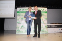 Marta Domínguez recibe la placa de reconocimiento concedida a la UCO.