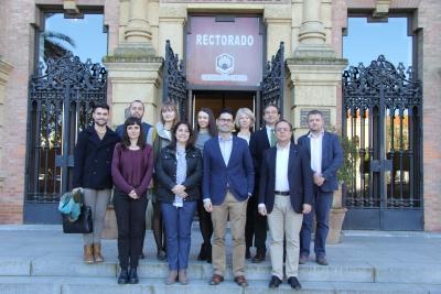 Foto de familia de asistentes a la reunión