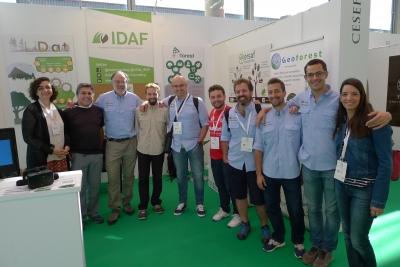 Verónica Loewe, a la izquierda de la foto, junto al resto del equipo Ersaf