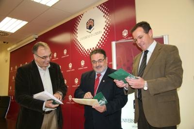 De izquierda a derecha, Diego Martínez Torrón, José Naranjo y Eulalio Fernández, en la presentación del Seminario.